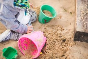 Детсады штрафуют за старый песок в песочницах