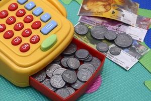 Факты занижения зарплат воспитателей детсадов не выявлены